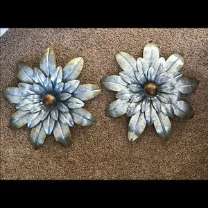 Antique appearing silver metal flowers